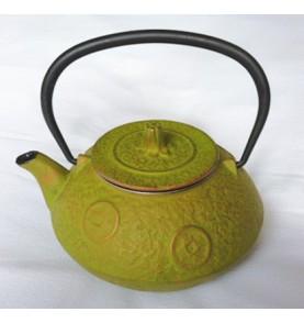 Théière en fonte HANIWA ronde haute vert pistache aux médaillons dorés 0,6L *Nouveau*