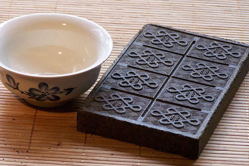 brique de thé au cours de l'histoire